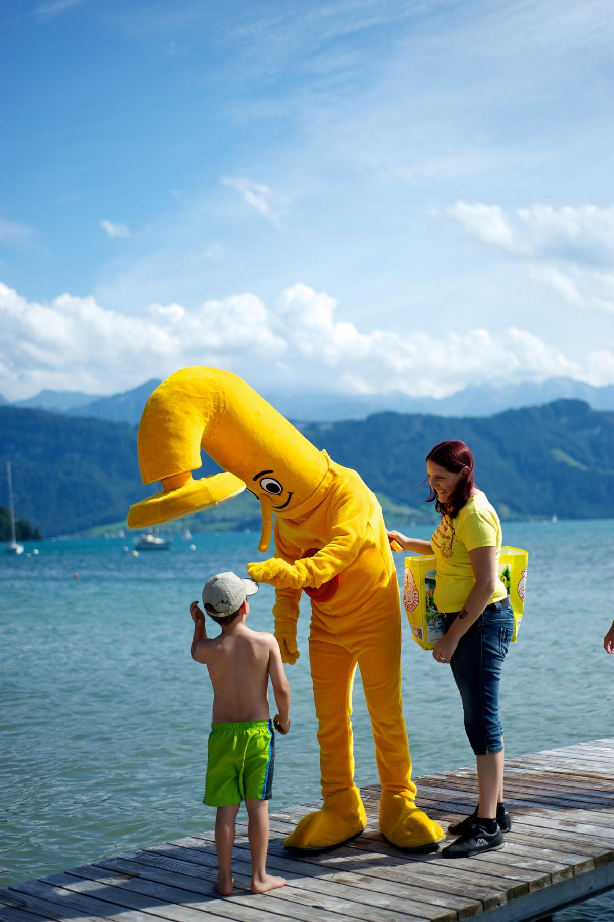 PR-Kampagne Water Safety: Didi Dusche der Kopf der Kampagne in einem Freibad. Für die dreijährige nationale Multi-Channel-Kampagne bekam die PRtools GmbH den Lead. Mit einem PR-Event, Conent Marketing, SEO, Printmedien, Webcontetn usw. gestalltet PRtools die Kampagne. Die Water-Safety-Kampagne generiert grosse Aufmerksamkeit in Fall Ertrinkungsunfälle bei Kinder.