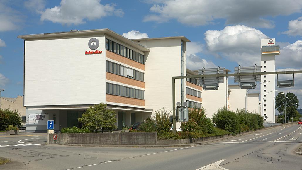 Employer Branding Karriere bei Schindler: Schindler Gebäude mit Firmenlogo. Erarbeitung einer mehrmonatige Employer Branding Offensive.